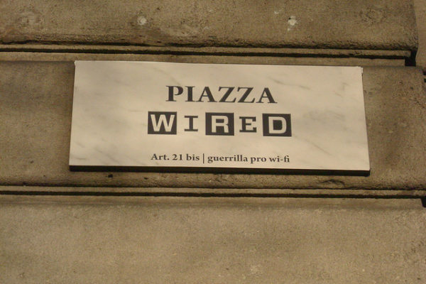 Piazza Wired sveglia italia milano guerrilla marketing